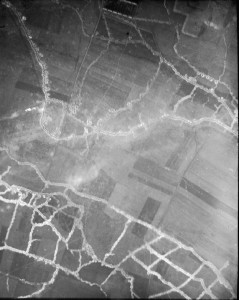 Hohenzollern_Redoubt_aerial_photograph_1915_North_at_top